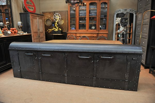 Fabrik Sideboard Aus Genietetem Metall 1920er Bei Pamono Kaufen
