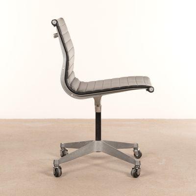 Schwarzer Schreibtischstuhl Von Charles U0026 Ray Eames Für Herman Miller,  1950er 3