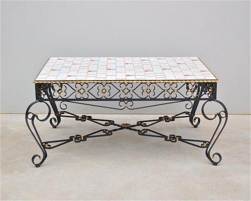 Tavolino da caffè in metallo battuto e con piastrelle in ceramica