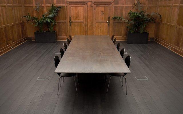 Tavolo da sala riunioni sonar di richy almond per novocastrian in