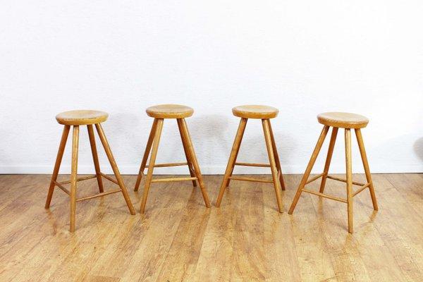 Sgabelli vintage in legno massiccio set di 4 in vendita su pamono