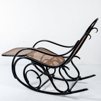 antique no 10 rocking chair with footrest from thonet for sale at