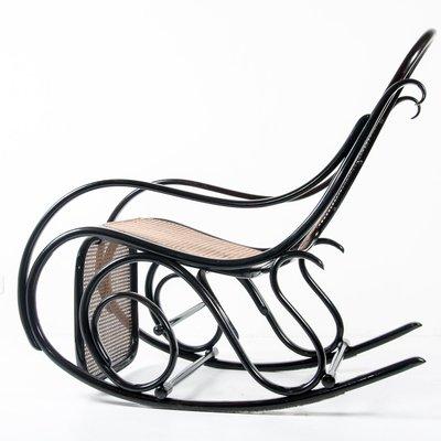 Rocking Chair No 10 Antique Avec Repose Pieds De Thonet En Vente