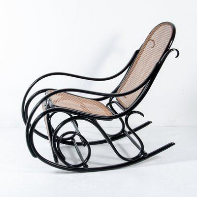 10 Rocking Chair with Footrest from Thonet 1  sc 1 st  Pamono & Antique No. 10 Rocking Chair with Footrest from Thonet for sale at ...