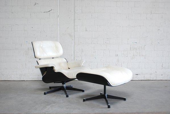 Poltrona Di Eames.Poltrona E Poggiapiedi Mid Century Di Charles Ray Eames Per Vitra