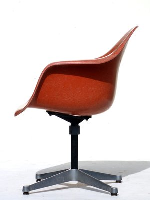 Superbe Vintage Shell Orange Chair By Charles U0026 Ray Eames For Herman Miller, 1960s