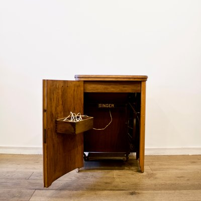 Superieur Sewing Machine Cabinet From Singer, 1950s 5