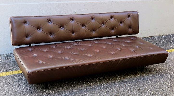 Divani Pelle Marrone Vintage : Divano letto vintage in pelle marrone anni 60 in vendita su pamono