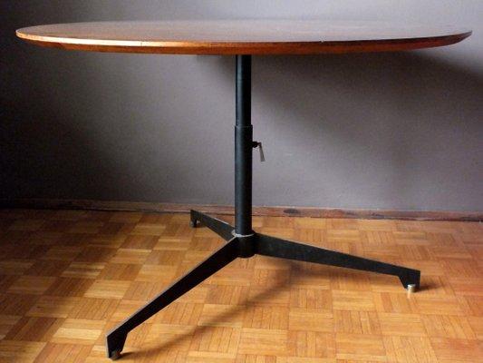 Tavolo in legno di noce, ferro e ottone di Osvaldo Borsani per Tecno ...