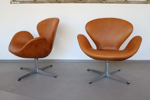 swan chairs by arne jacobsen for fritz hansen 1969 set of 2 for