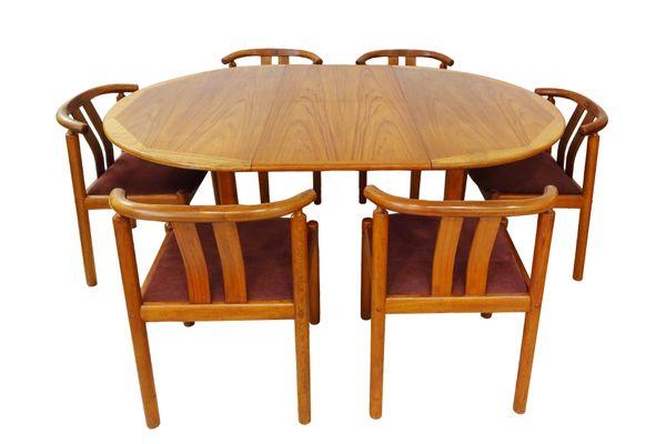 Danische Mid Century Esszimmerstuhle Und Ausziehbarer Tisch Aus Teak