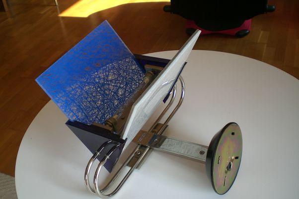 Applique vintage in vetro blu e acciaio di arteluce in vendita su pamono
