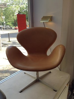 Magnificent Leather Swan Chair By Arne Jacobsen For Fritz Hansen 1960S Evergreenethics Interior Chair Design Evergreenethicsorg