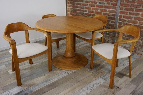Runder Tisch Mit 4 Eichenholz Stuhlen 1980er Bei Pamono Kaufen