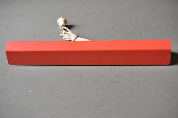 Lampada da parete rossa di j j m hoogervorst per anvia anni