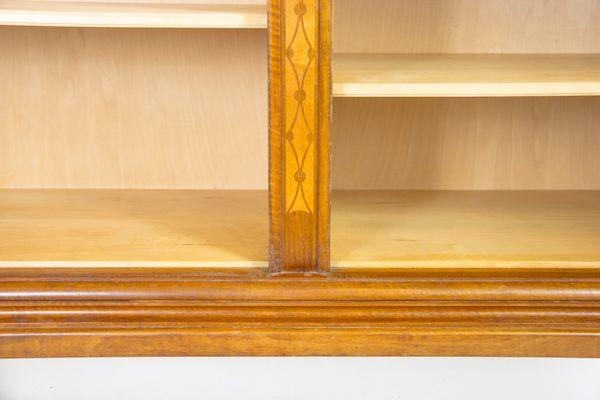 Credenza Con Intarsi : Credenza con intarsi in legno di noce e betulla karelian svezia