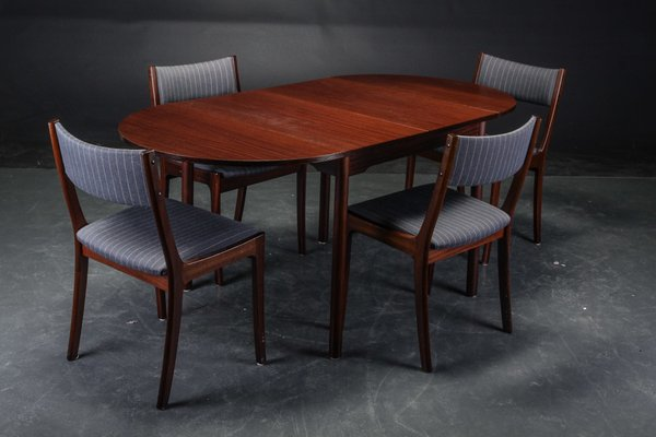5c8f86f53311 Vintage Danish Dining Table   4 Chairs in Mahogany for sale at Pamono