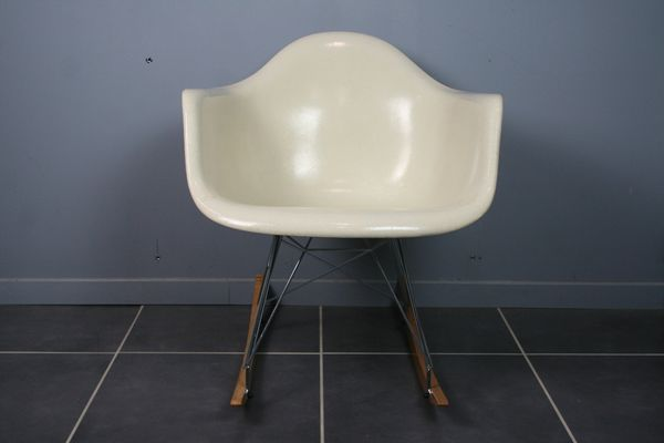 Sedia A Dondolo Rar Eames : Sedia a dondolo rar di charles & ray eames per herman miller anni