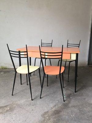 Tavolo e 4 sedie da pranzo Mid-Century in legno di formica in ...