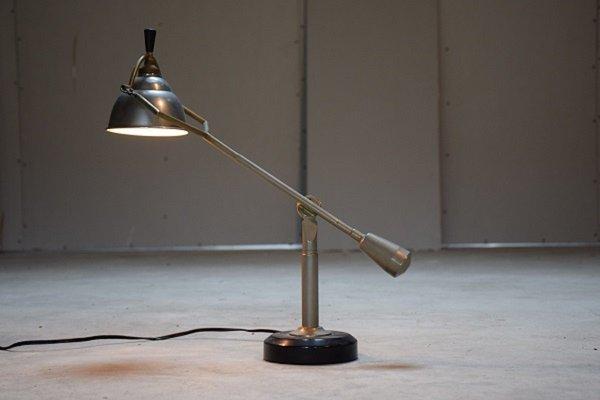 Lampe de bureau articulée en laiton par edouard wilfried buquet