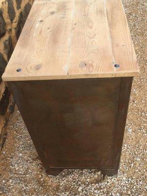 Franzosisches Industrielles Sideboard Aus Metall Holz Von Tolix