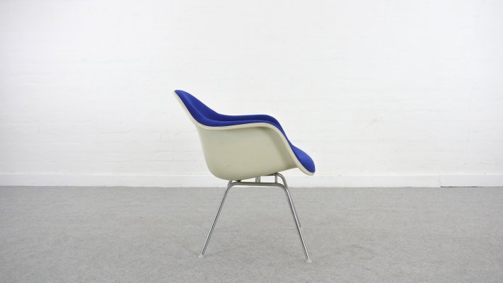 Wondrous Blue Lounge Chair With Low Base By Charles Ray Eames For Vitra 1970S Caraccident5 Cool Chair Designs And Ideas Caraccident5Info