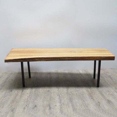 Tavolo vintage in legno grezzo e metallo
