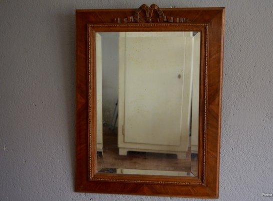 Credenza De Madera Con Espejo : Espejo rústico vintage con marco de madera tallada en venta pamono