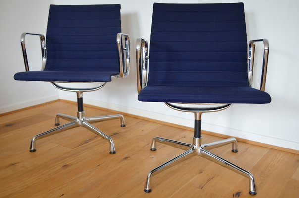 Vitra Chalres Eames : Vintage ea 118 aluminum chairs by charles & ray eames for vitra set