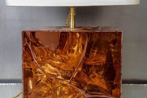 Lampe de bureau en résine fractal ambre & laiton 1970s en vente sur