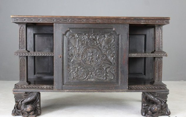 Antiker Schrank Aus Geschnitzter Eiche Bei Pamono Kaufen