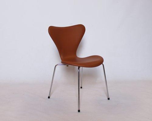Sedie modello 3107 in pelle color cognac di arne jacobsen per fritz