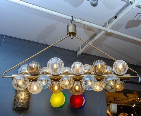 Lampadario con sfere in vetro di murano di glustin luminaires 2018