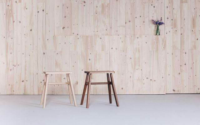 Sgabello In Legno Design : Sgabello in legno di noce di jacob pugh in vendita su pamono