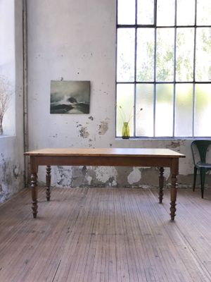 Exceptionnel Vintage Farmhouse Table With Turned Feet 1