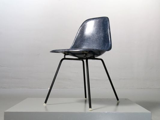 Merveilleux Vintage Navy Blue Fiberglass Side Chair By Charles U0026 Ray Eames For Vitra 1