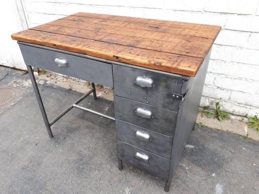 Scrivania vintage industriale con cassetti in metallo in vendita