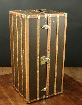 wardrobe trunk from louis vuitton 1920s 2 - Wardrobe Trunk
