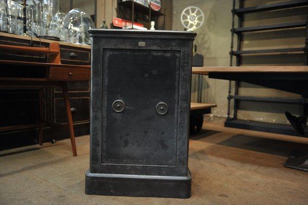 Credenza Con Chiavi : Cassaforte vintage in acciaio con chiavi anni 20 vendita su pamono