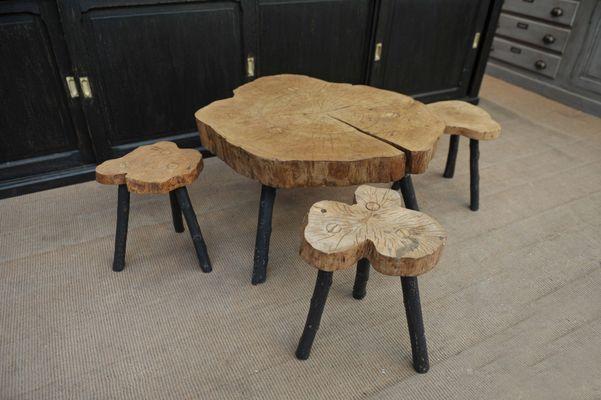 Tavolino da caffè tre sgabelli brutalisti in legno anni in