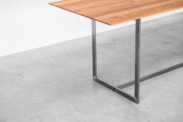 Table de Salle à Manger avec Plateau en Chêne et Structure en Acier par  Atelier Serruys