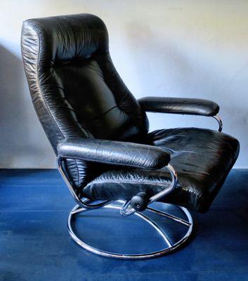 Mid Century Black Leather Swivel Reclining Chair 1