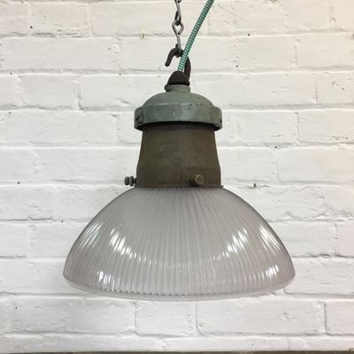 Lampe A Suspension Industrielle En Verre De Holophane 1950s En