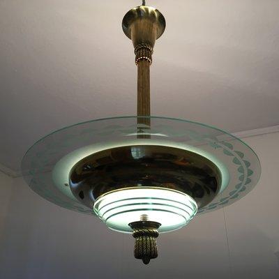 Art Deco Deckenlampe aus Messing und gemustertem Glas bei Pamono kaufen