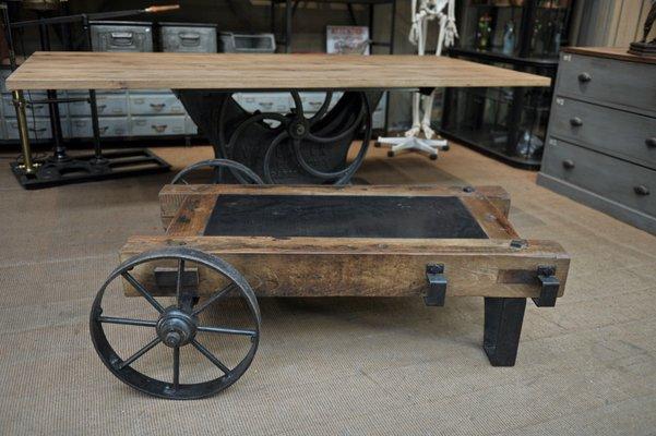 Industrieller Couchtisch Wagon Aus Metall Holz 1940er