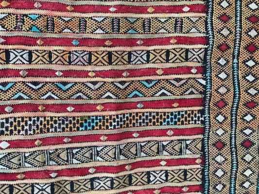 Tappeti Kilim Marocco : Tappeto kilim vintage tessuto a mano marocco in vendita su pamono