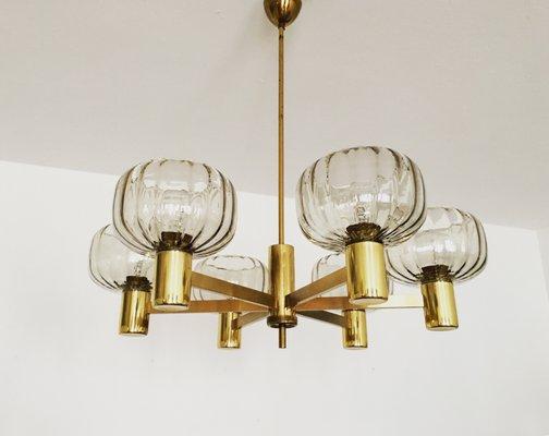 Kronleuchter Mit Lampenschirm ~ Vintage kronleuchter aus messing mit lampenschirmen aus rauchglas