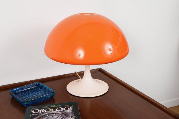 Lampes de bureau en plastique orange avec bases en métal italie