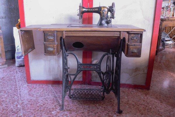 Macchina da cucire di s.a. vittorio necchi pavia anni 30 in