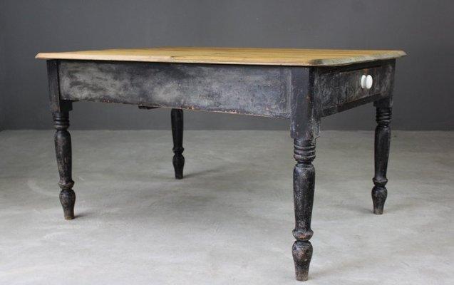 Tavolo da cucina antico in pino in vendita su Pamono